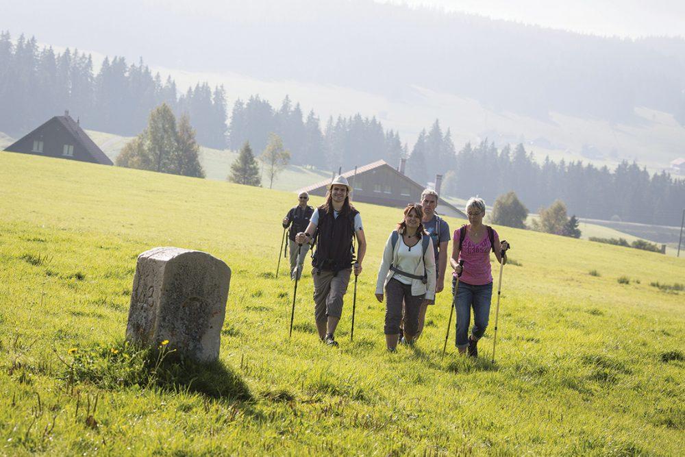 chemins de la contrebande franco suisse randonnée pays horloger jura