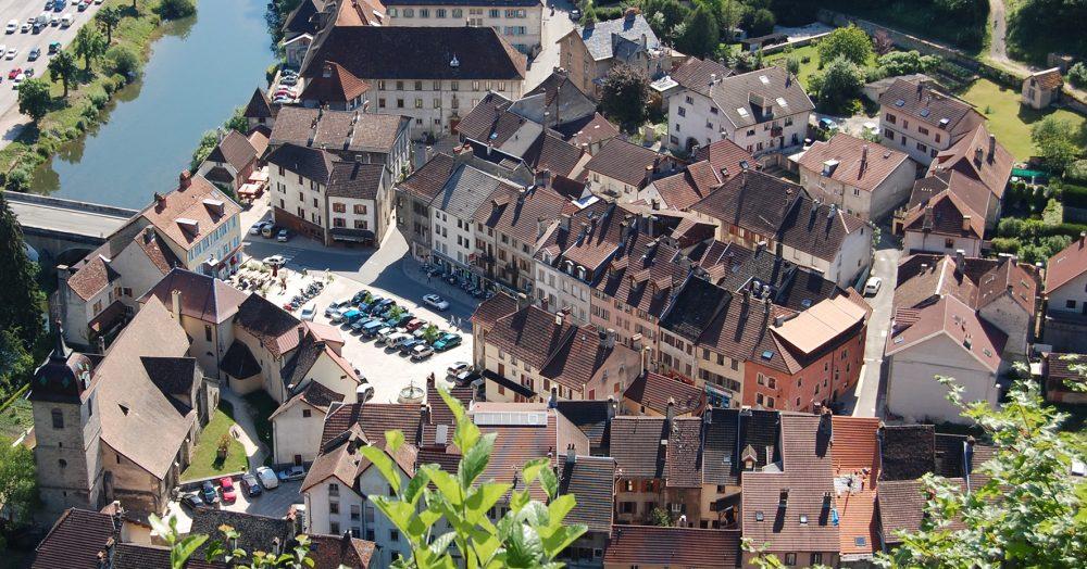 Saint-Hippolyte vue centre bourg patrimoine cité de caractère pays horloger doubs jura visite
