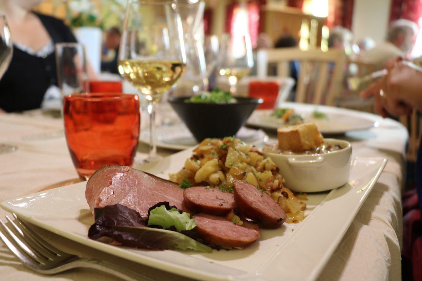 repas traditionnel franc comtois saucisse rostis pays horloger jura doubs gastronomie restaurants