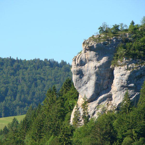 goumois rocher singe france suisse vallée doubs pays horloger jura