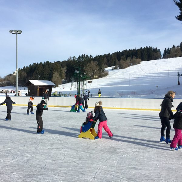 patinoire patiner hiver glace neige combe saint pierre pays horloger doubs jura