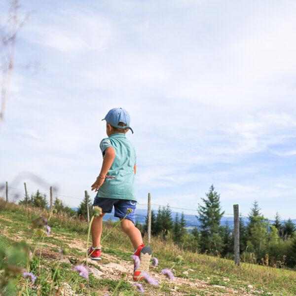 enfant courir rando point de vue pays horloger