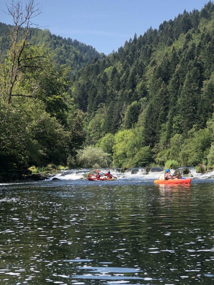activités avec l'eau canoe doubs locations goumois famille pays horloger jura