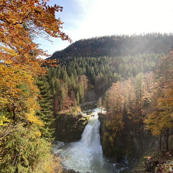 saut du doubs bassins automne montagnes jura pays horloger eau cascade